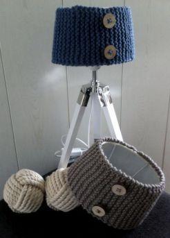 MM104 - Diverse lamenkapjes, gebreid. Kleur: beige/bruin of donkerblauw.