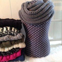 MM020 - Diverse rond gebreide sjaals, diverse kleuren.