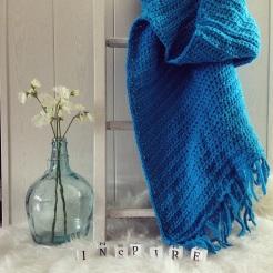 MM005 - Gehaakte omslag doek. Kleur: helder blauw.